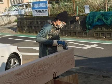 木材を削る作業
