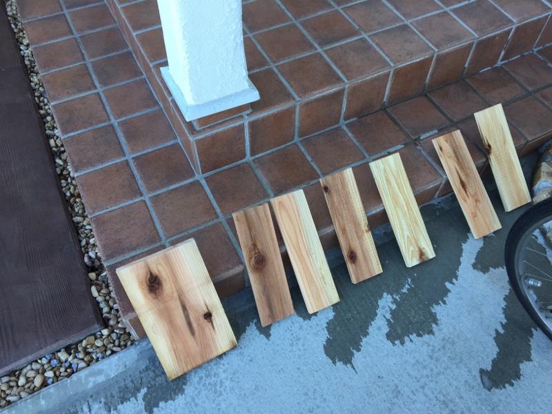 塗装する前の杉の板