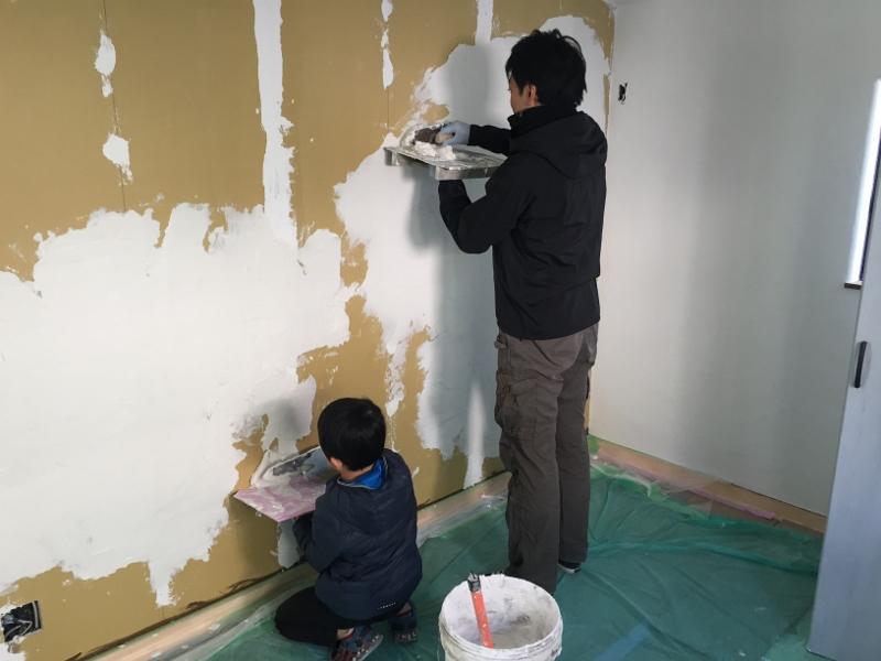 鏝板(こていた)にのせた漆喰
