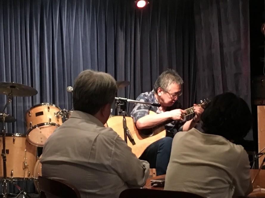 アコースティックギター演奏