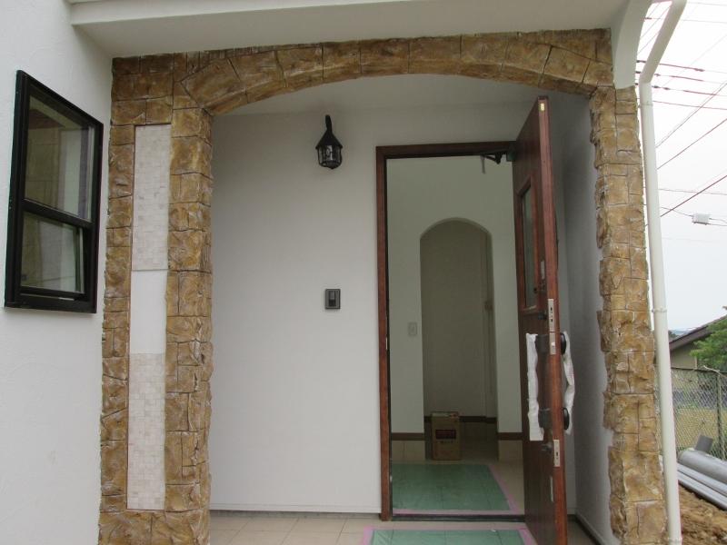 玄関周りにはデザインコンクリート