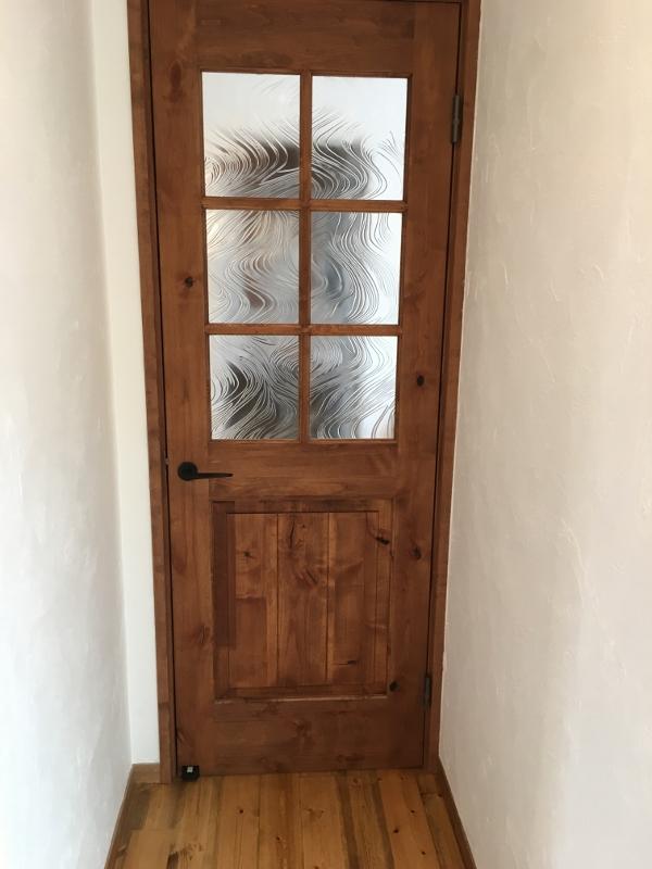 ガラスの模様ドア