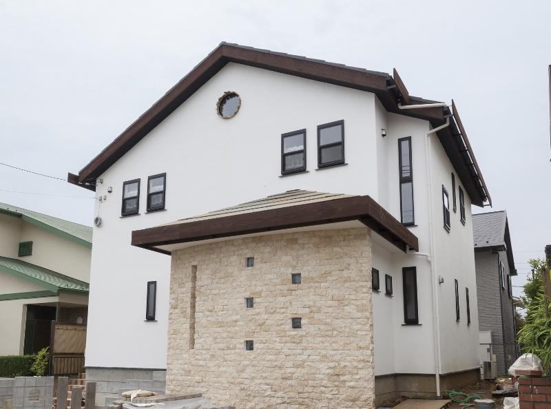 新築住宅施工事例(町田市 天然石で造られたアールの壁が素敵な家)